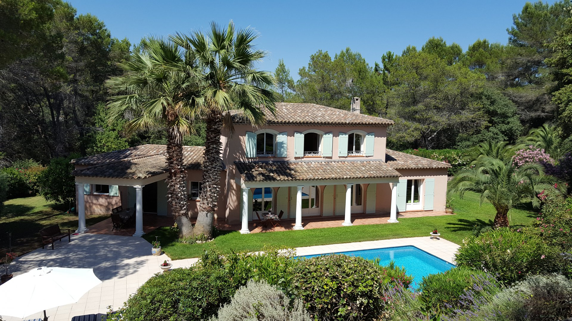 Purchase / sale Villa Mougins in a gated domain