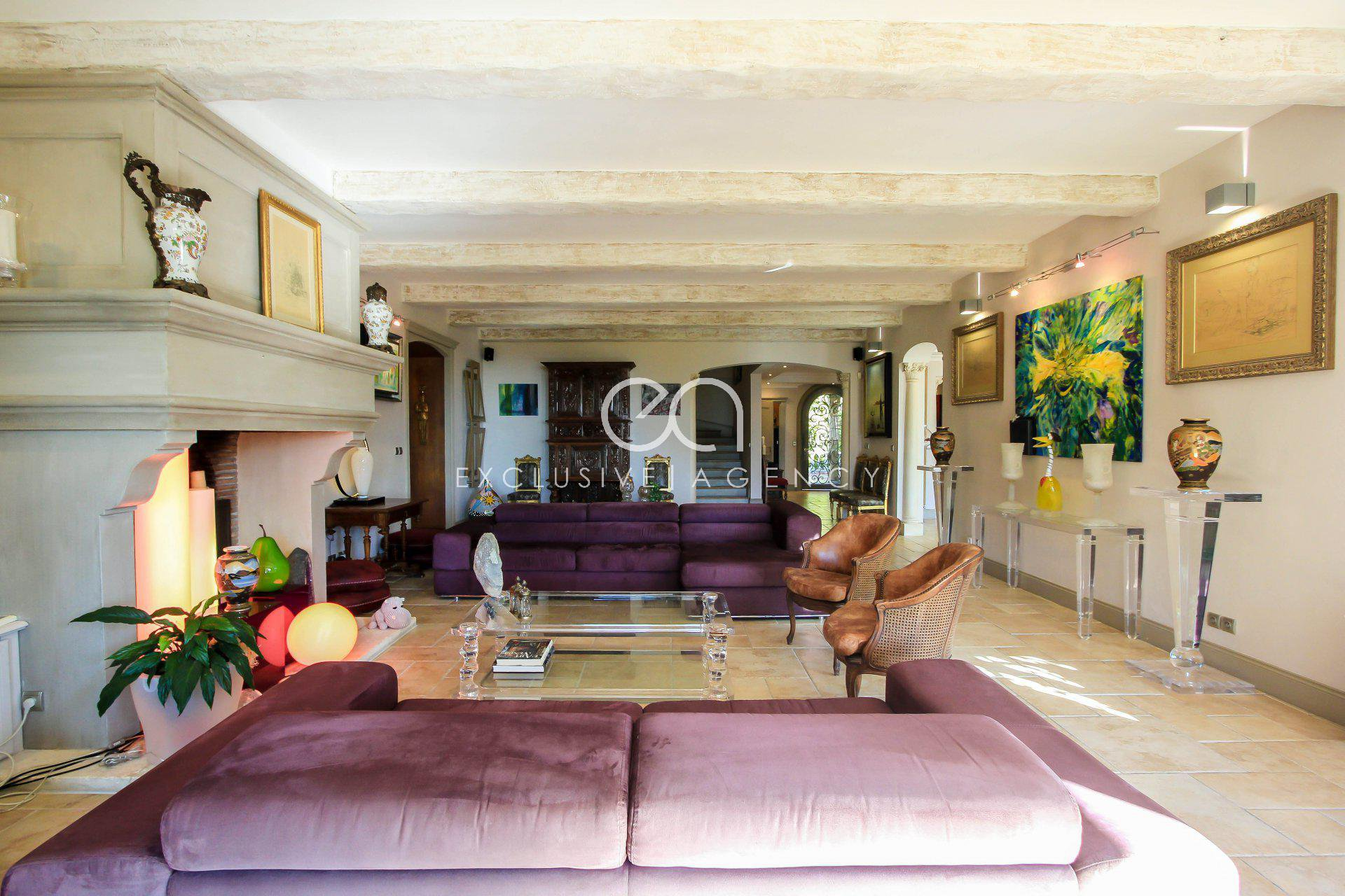 Cannes Californie historical villa of 600m2  for sale with a plot of land of 5620m2 and swimming pool.
