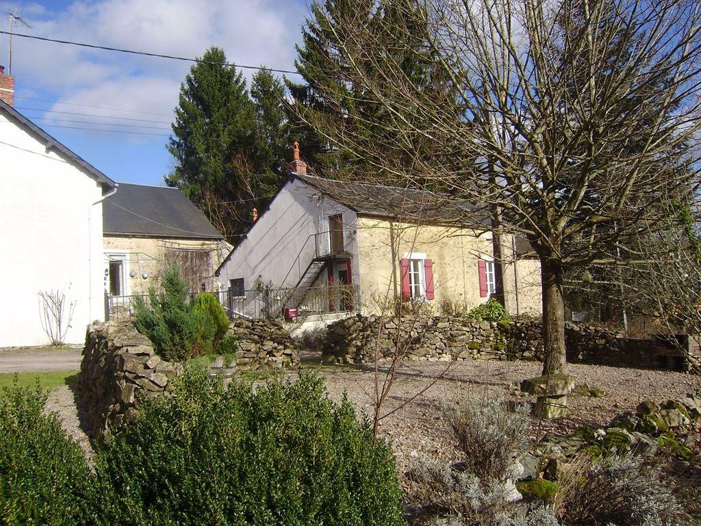 Ensemble de 3 maisons avec cour et jardin, au calme