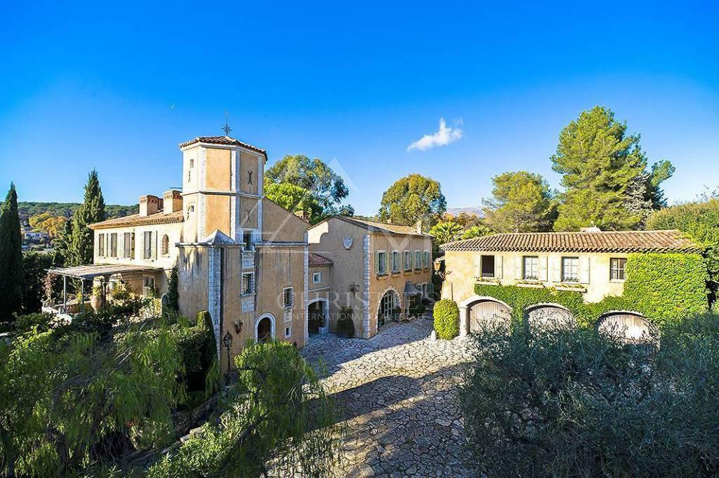 Additional photo for property listing at Seasonal rental - Villa La Colle-sur-Loup  La Colle sur Loup, Alpes-Maritimes,06480 France