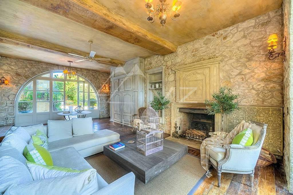 Additional photo for property listing at Seasonal rental - Villa La Colle-sur-Loup  La Colle sur Loup, Alpes Marítimos,06480 França