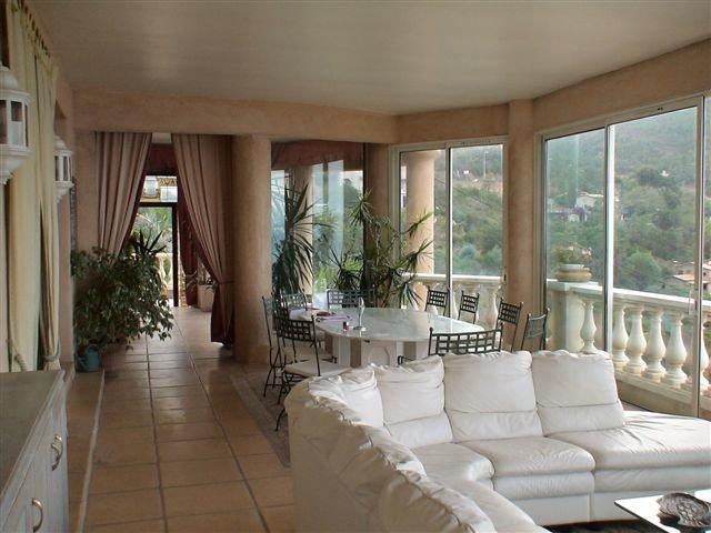 VILLA de 296 m² con vista unica sobre el mar !