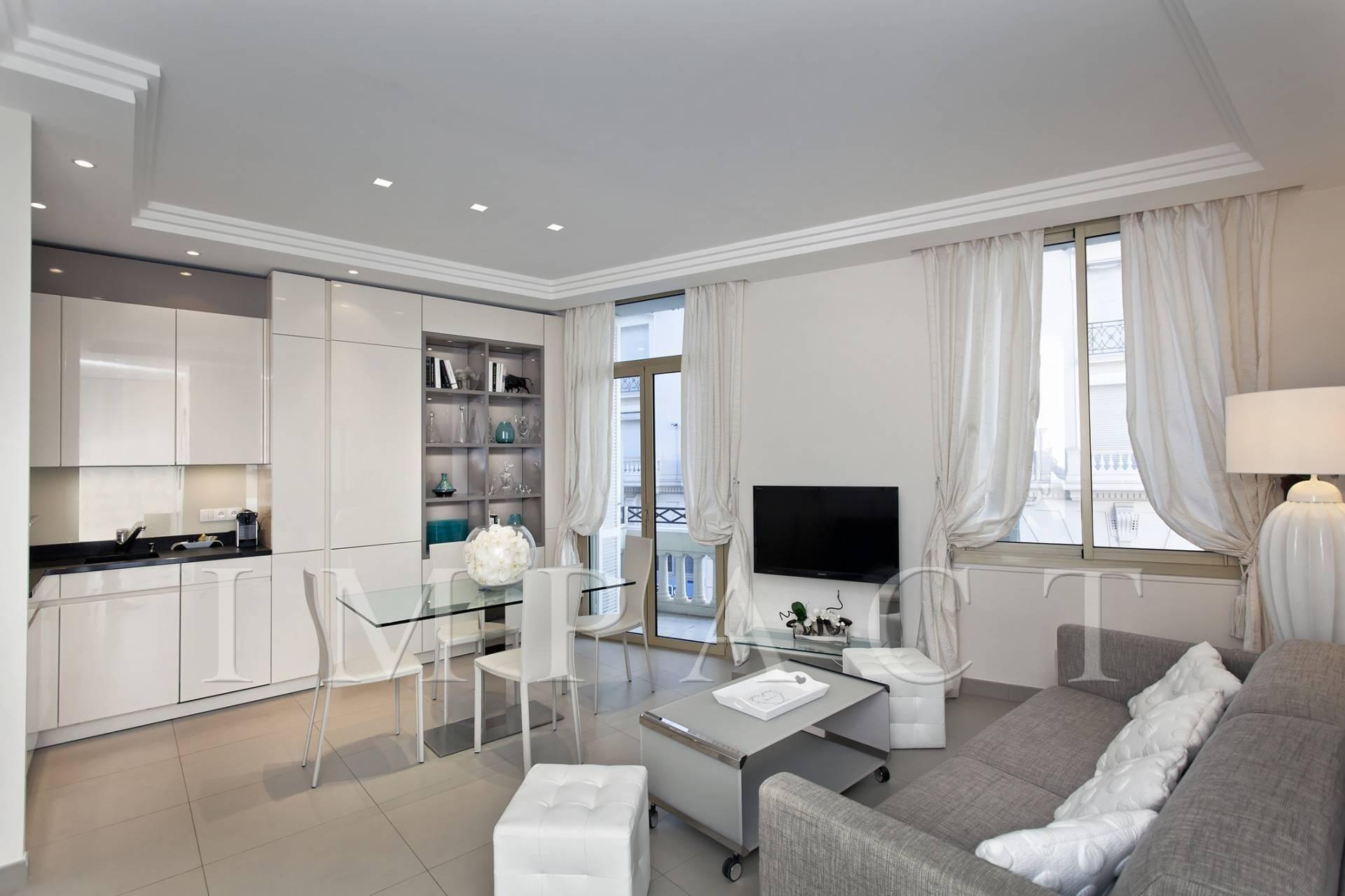 Location saisonnière - Appartement sur la Croisette, aperçu mer, Cannes