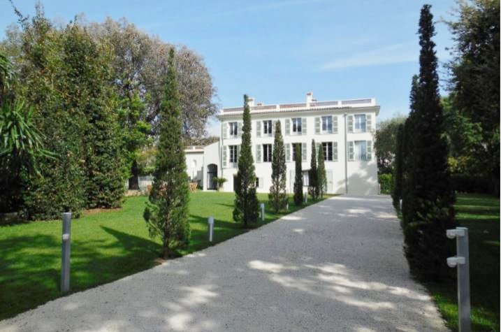 BEAUTIFUL PRIVATE MANSION IN CAP D'ANTIBES