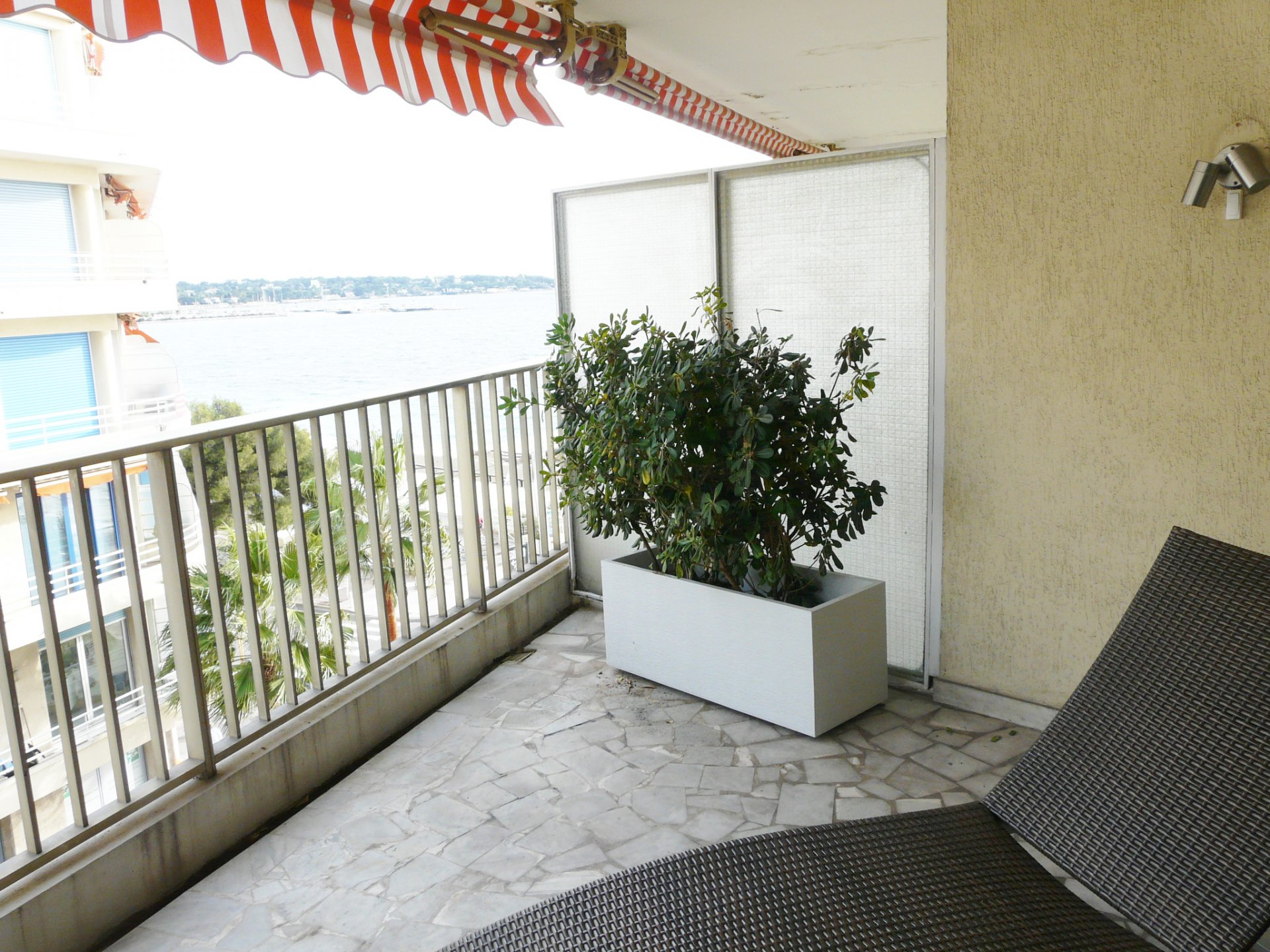ANTIBES – ONE BEDROOM' APARTMENT AT 20 METERS FROM THE BEACH –