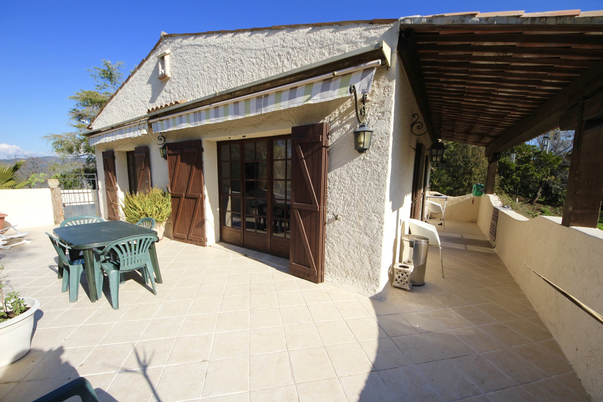 Provencal bastide in a calm and residential area at 15mn from Cannes