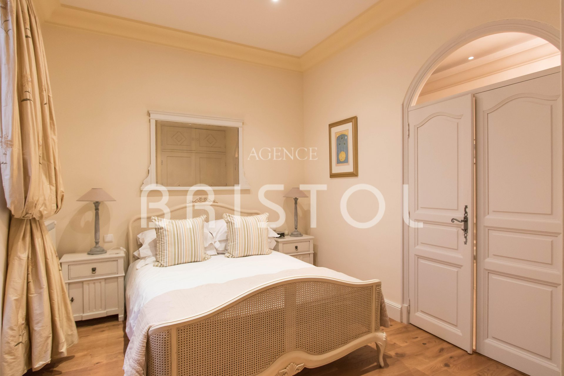 Magnificent period apartment in famous Belle Epoque building ...