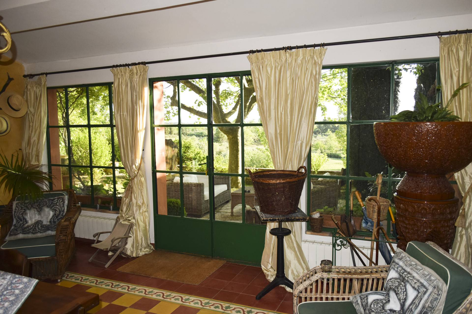 winter garden 2 renovated country house on 8 ha, swimming pool, caretaker's house, aups var, provence