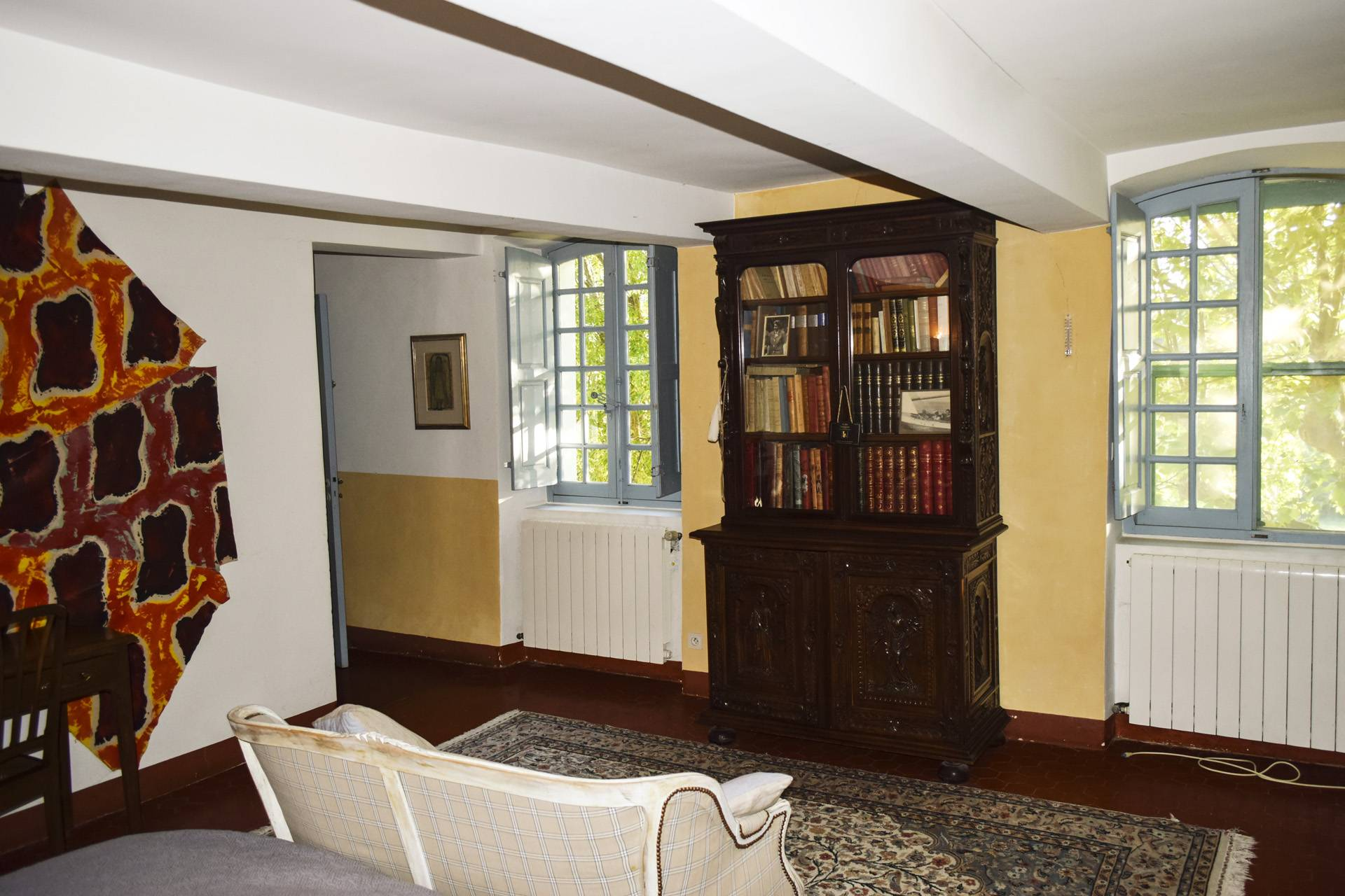 ensuite renovated country house on 8 ha, swimming pool, caretaker's house, aups var, provence