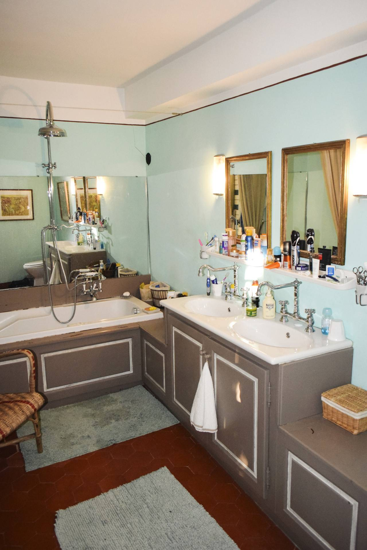 bathroom ensuite renovated country house on 8 ha, swimming pool, caretaker's house, aups var, provence