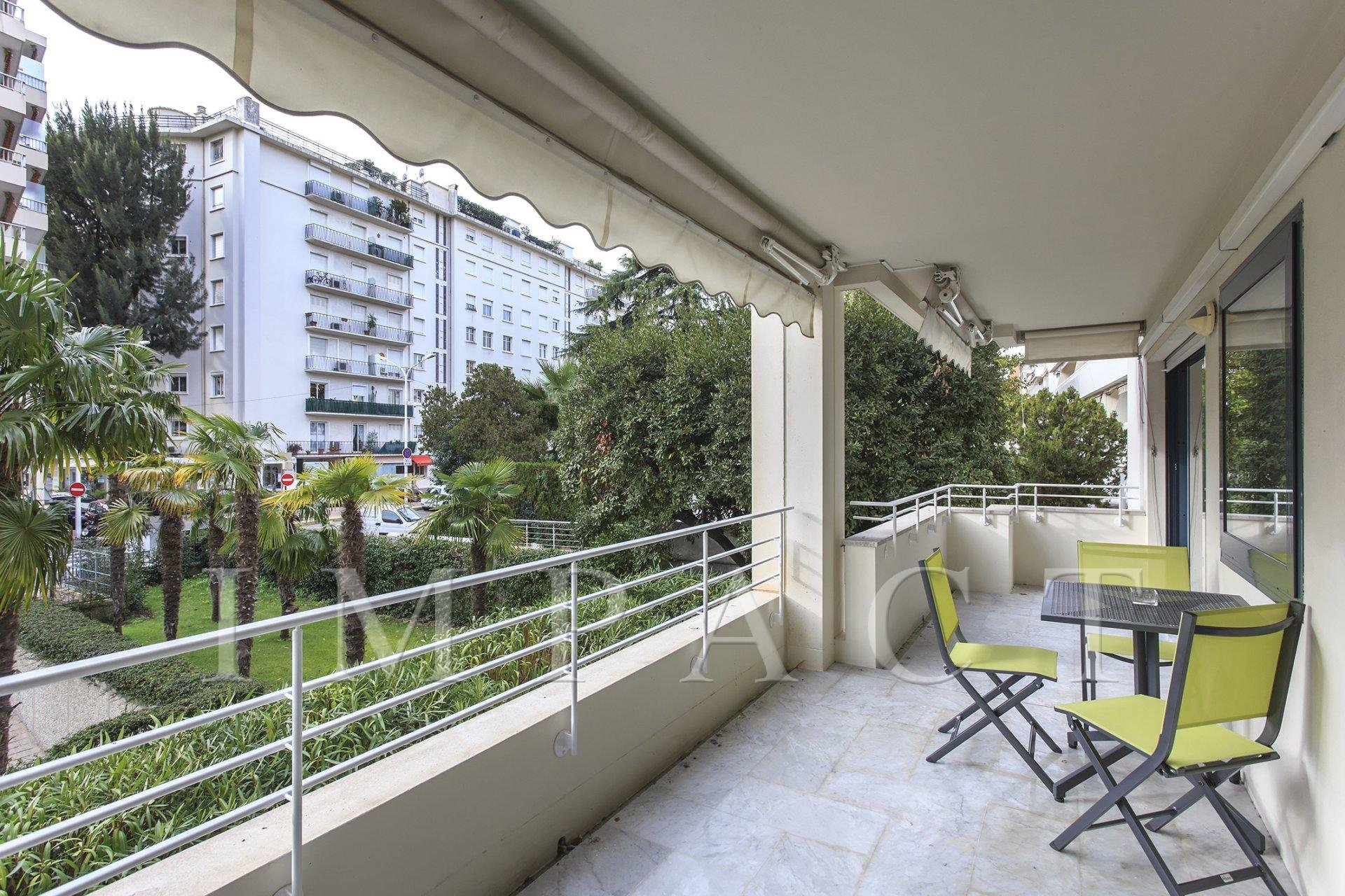 Apartment to rent, garden view, in the city center of Cannes