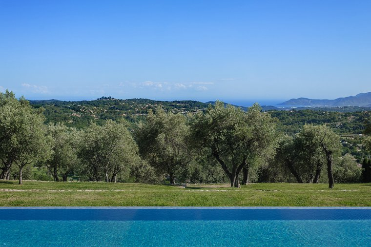 CHATEAUNEUF : Exceptional Stone bastide with panoramic sea view