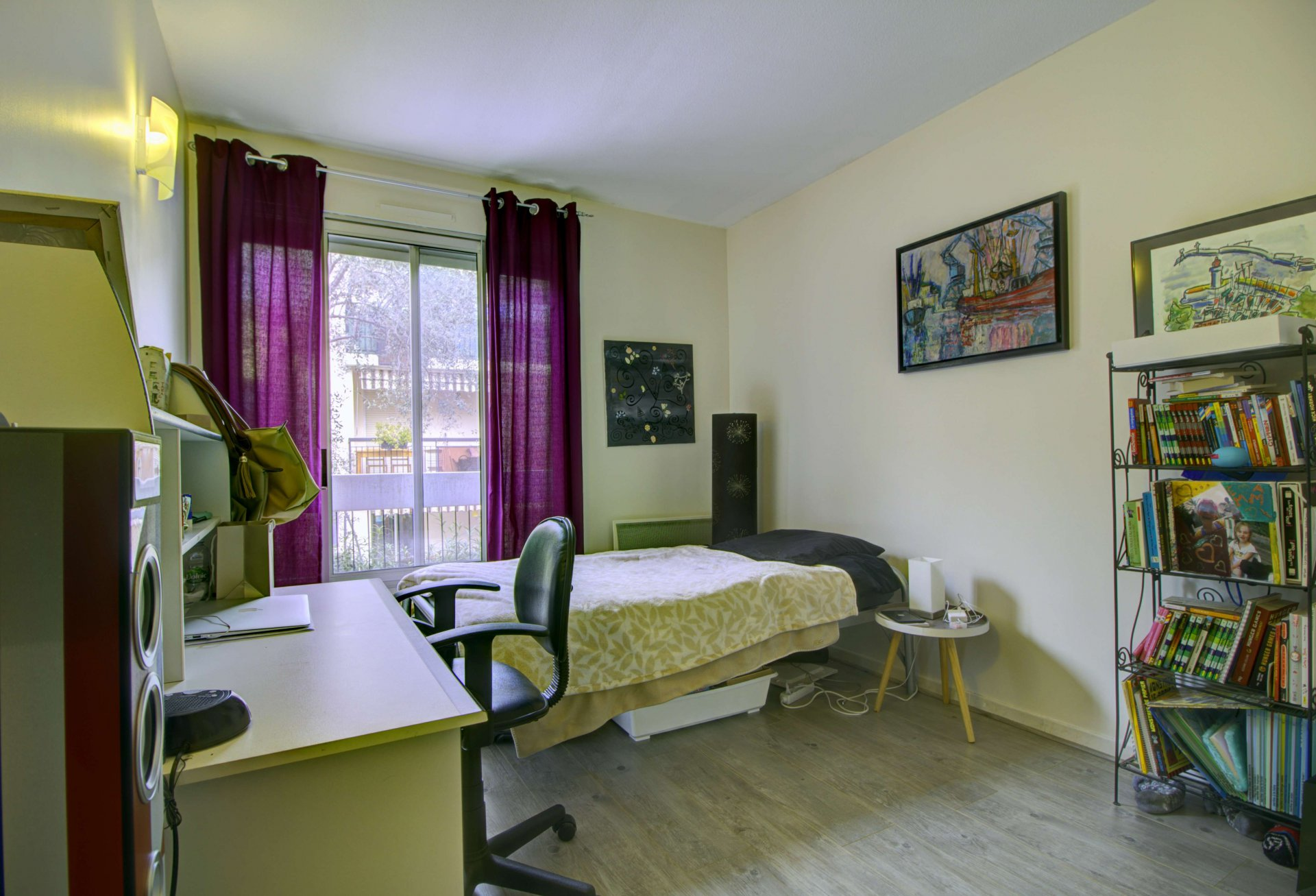 Chambre, lumière naturelle, parquet