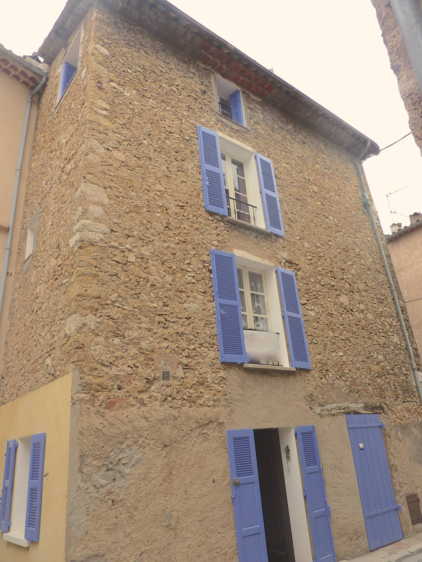 Town house with roof terrace in the Old town of Lorgues