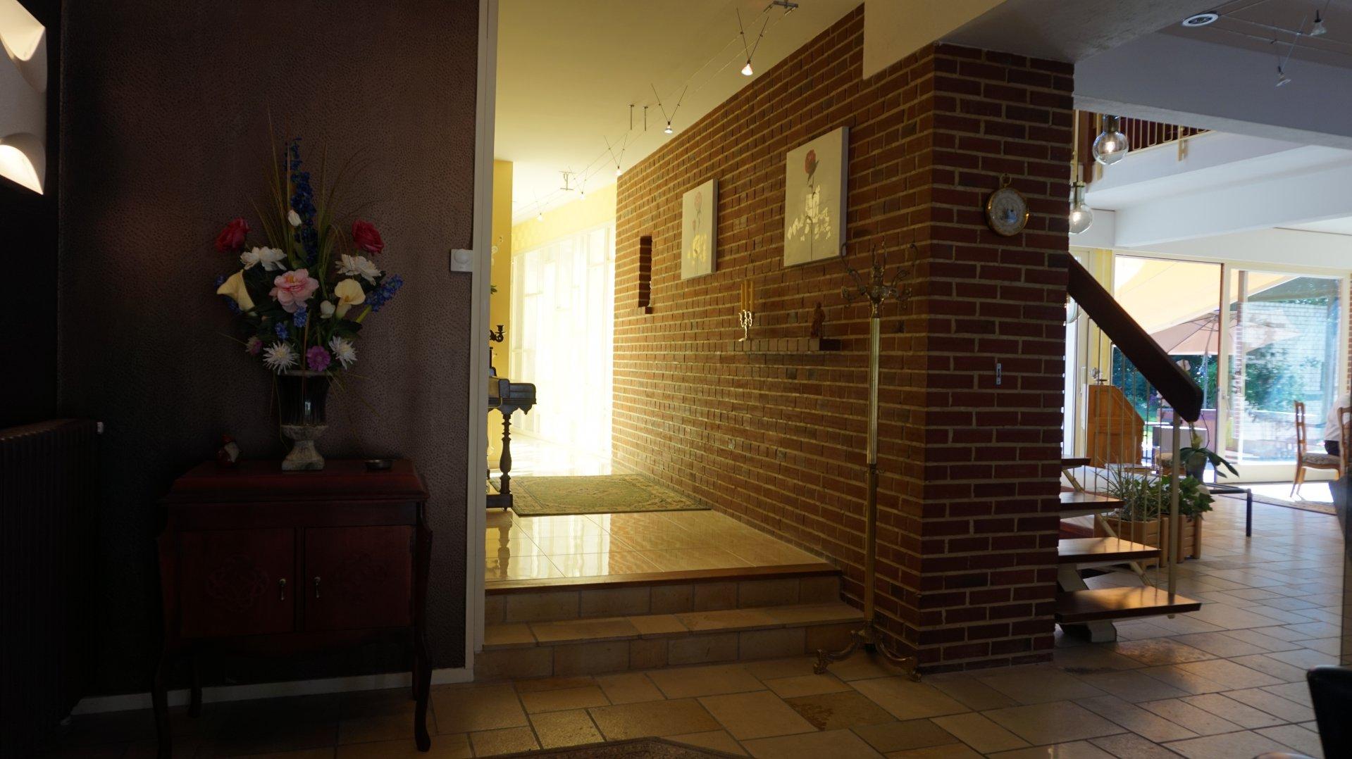 Mur en briques, lumière naturelle