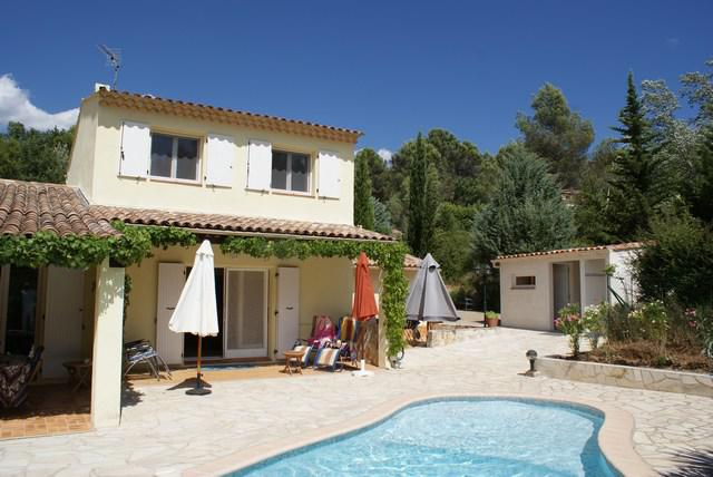 NICE VILLA WITH 4 BESDROOMS SETS ON 2894 M² WITH POOL