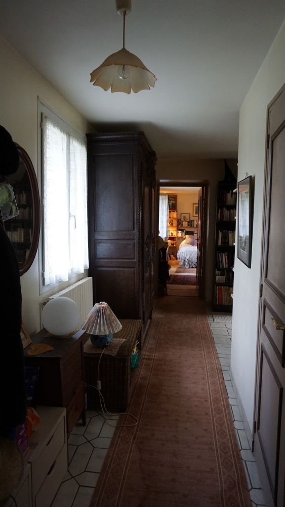 PAYS D'AUGE - CALVADOS HONFLEUR une maison construite en pierres, une dépendance, un jardin.