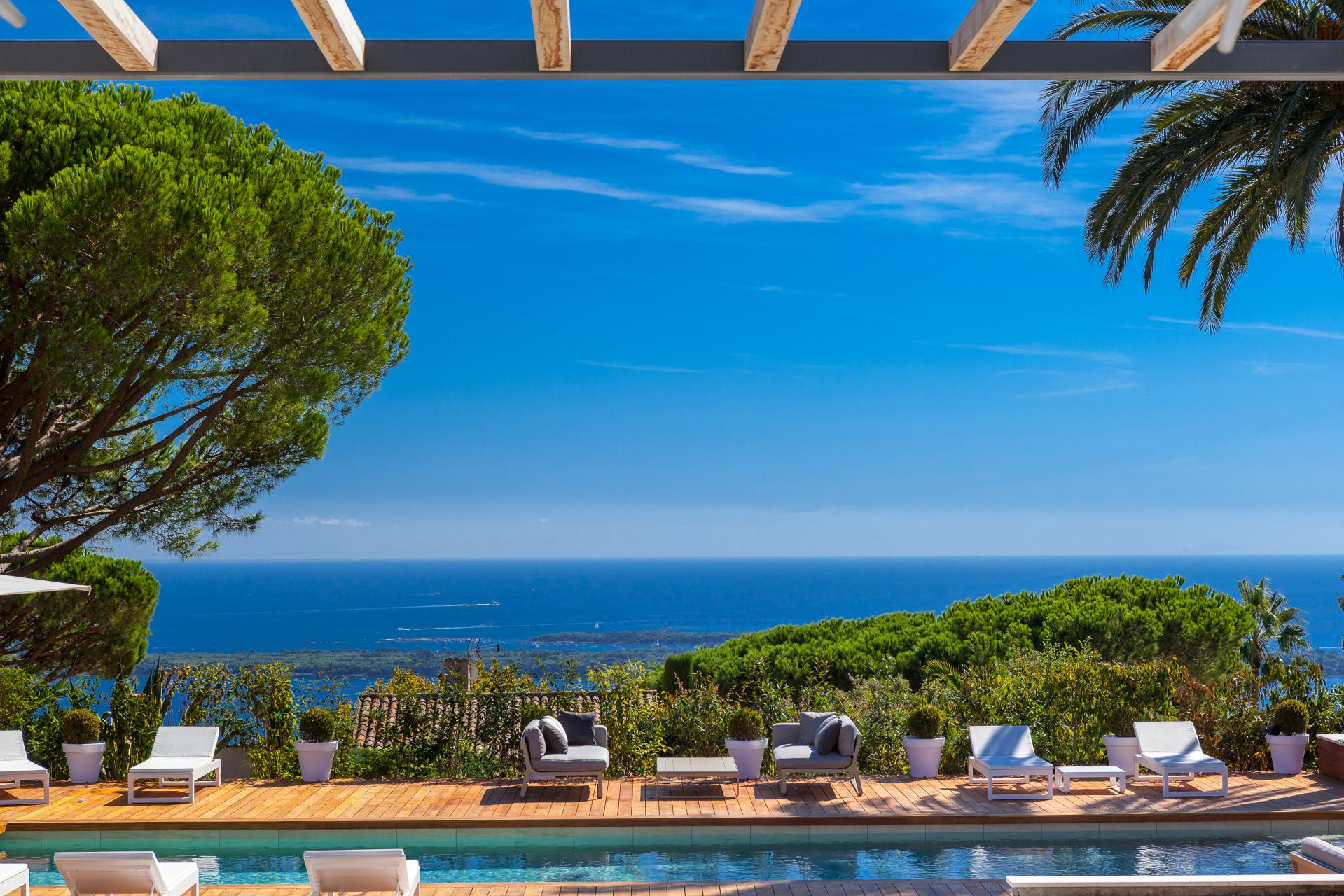 180° sea view from Cap d'Antibes to the Estеrel mountains