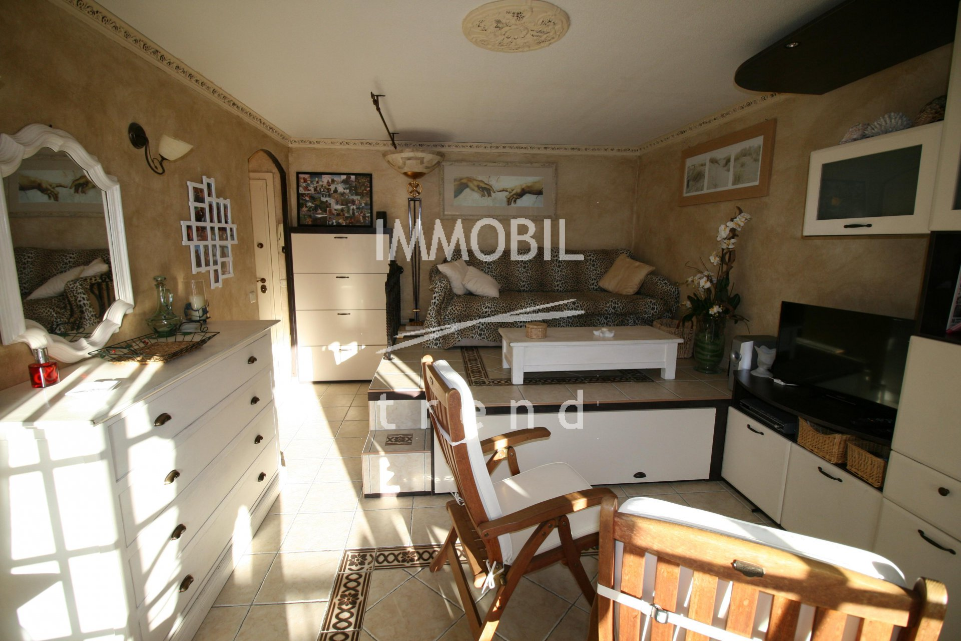 Menton Real Estate | Charming 30 sqm studio with terrace and cellar.