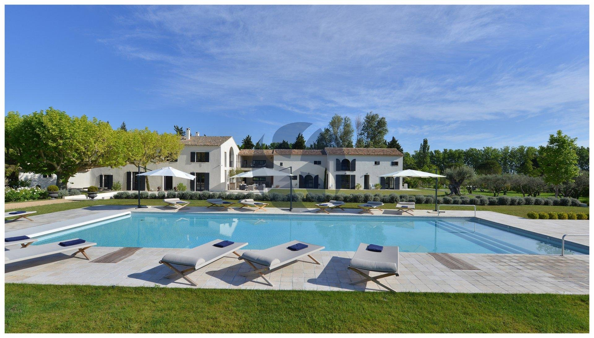 Contemporary property in Alpilles front