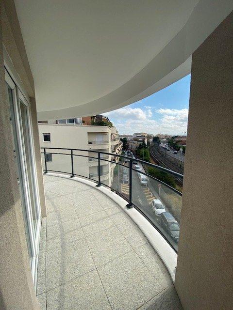 Beau 3p de 61 m² + terrasse de 17 m² + 2 parkings