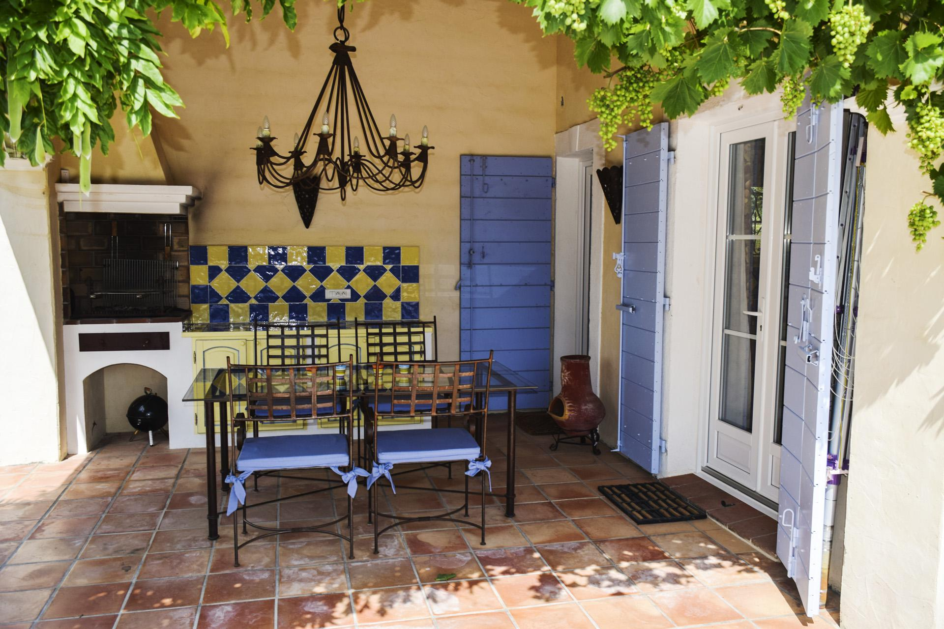 covered terrass Quality villa with pool Régusse Var Provence