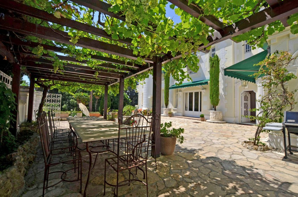 Wonderful chateau in 200m from the beach