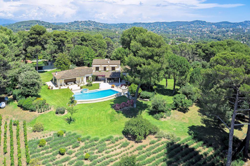Magnificent property in gated domain with seaview, Mougins