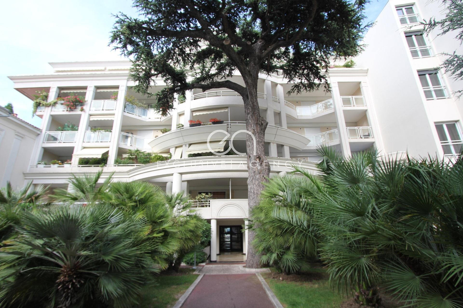 CANNES CENTER YEARLY RENTAL 1-BED 45SQM WITH TERRACE AND GARAGE