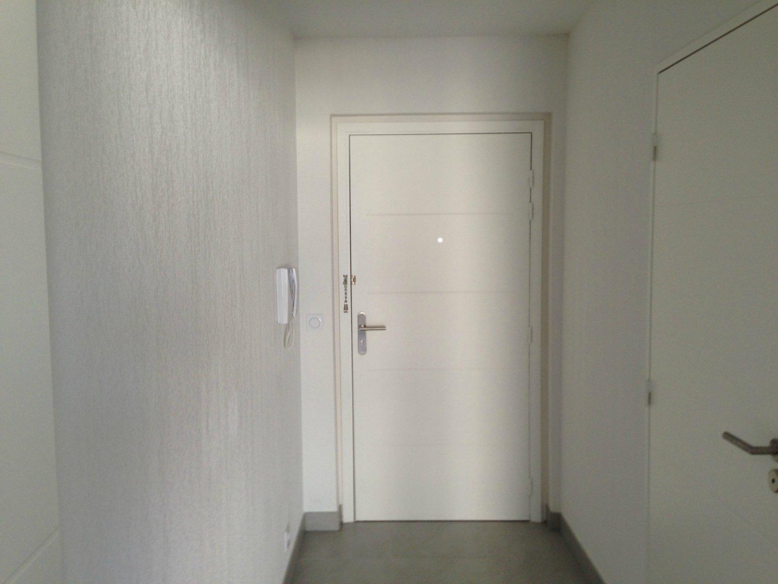 Studio vide avec parking privé - Le port