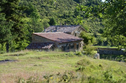 For those who like nature and a peaceful setting, at 1.100 m altitude, completely renovated farm house