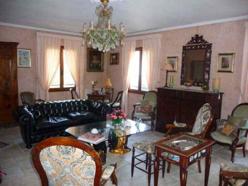 In a private estate near the village, charming house of 145 sqm on a plot of 1450 sqm.