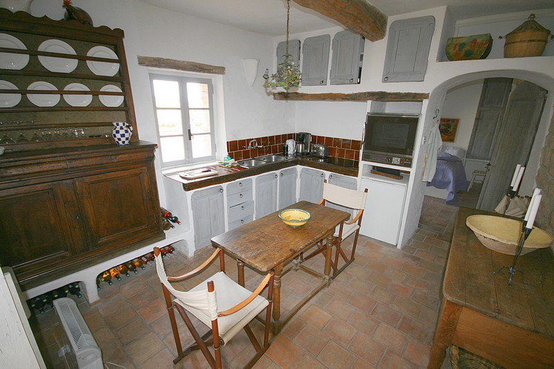 In a house in the old town, charming apartment on lower ground floor, very well renovated