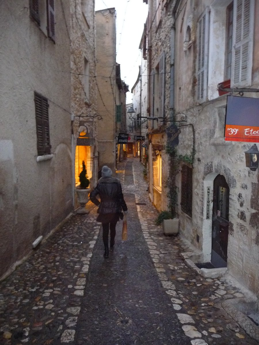 In the village of Saint Paul de Vence, the lease assignment fee