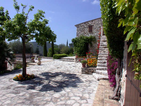 La Colle sur Loup, exceptional charm, old stone farmhouse built in piuerres and fully restored