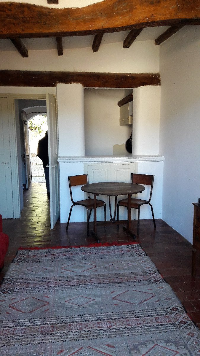 Sainnt-Paul, the charm of a charming studio in the village, in excellent condition, overlooking the hills