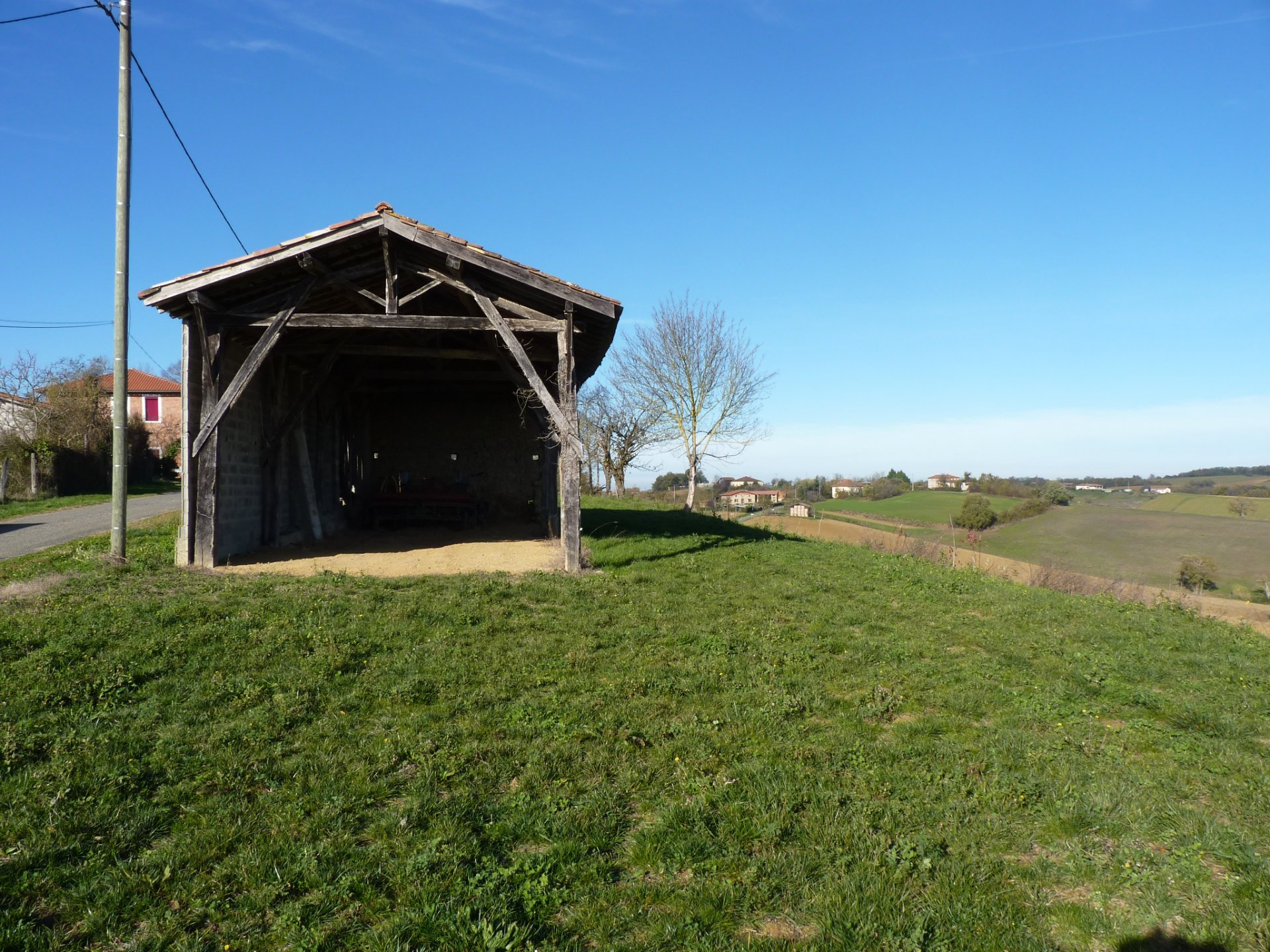 Barn with buiding permission close to Castelnau Picampeau with 5 hetcars of land
