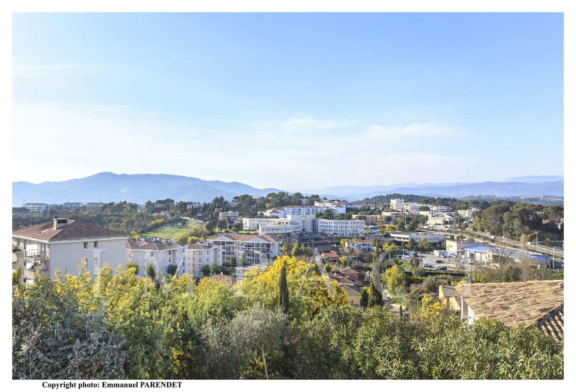 CANNES - CLOSED DOMAIN - 10 MN DRIVE TO REACH CANNES BEACH-