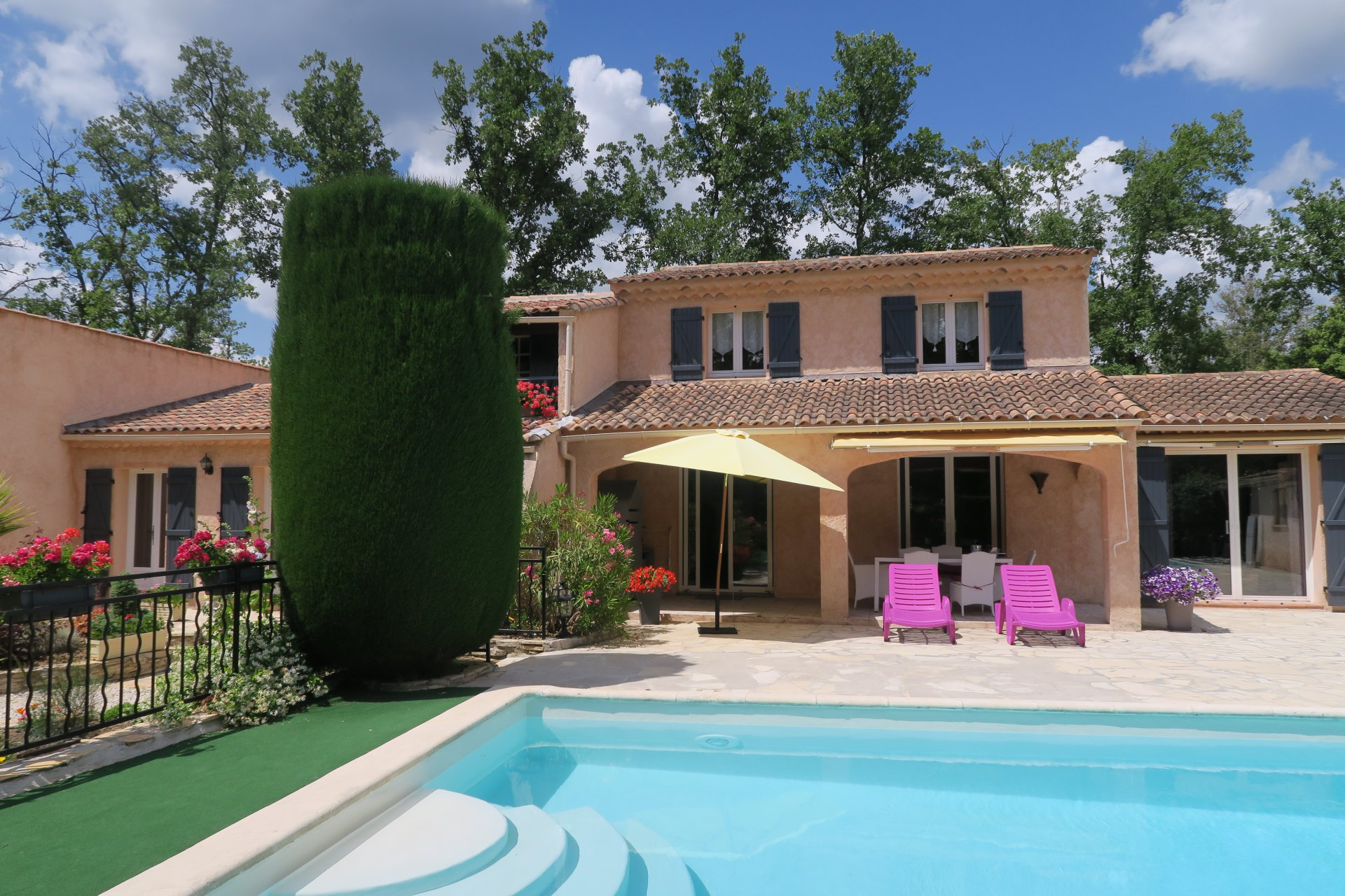 Large villa with pool and garden in residential area of Lorgues