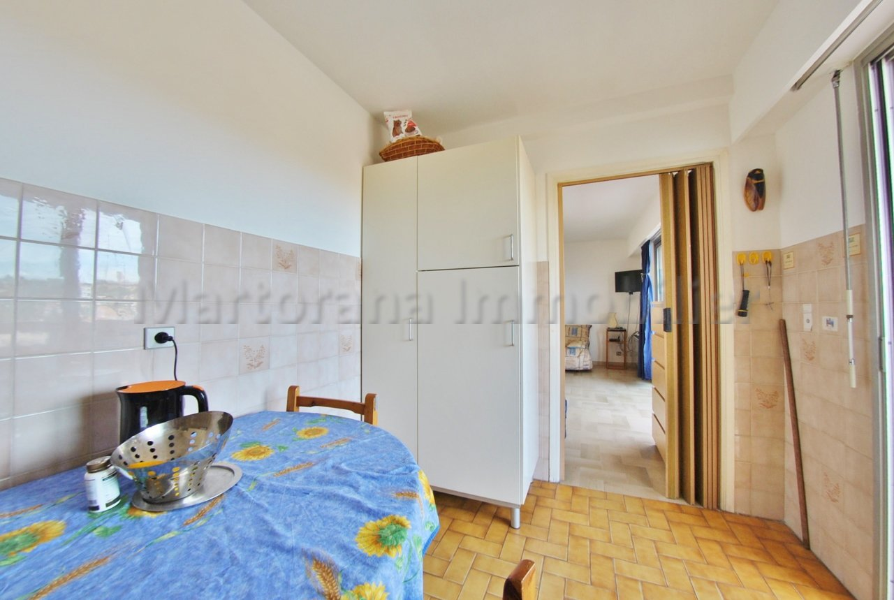 Studio of 35sqm for 6 people with garage at 260m away from the sandy beaches of Juan les Pins