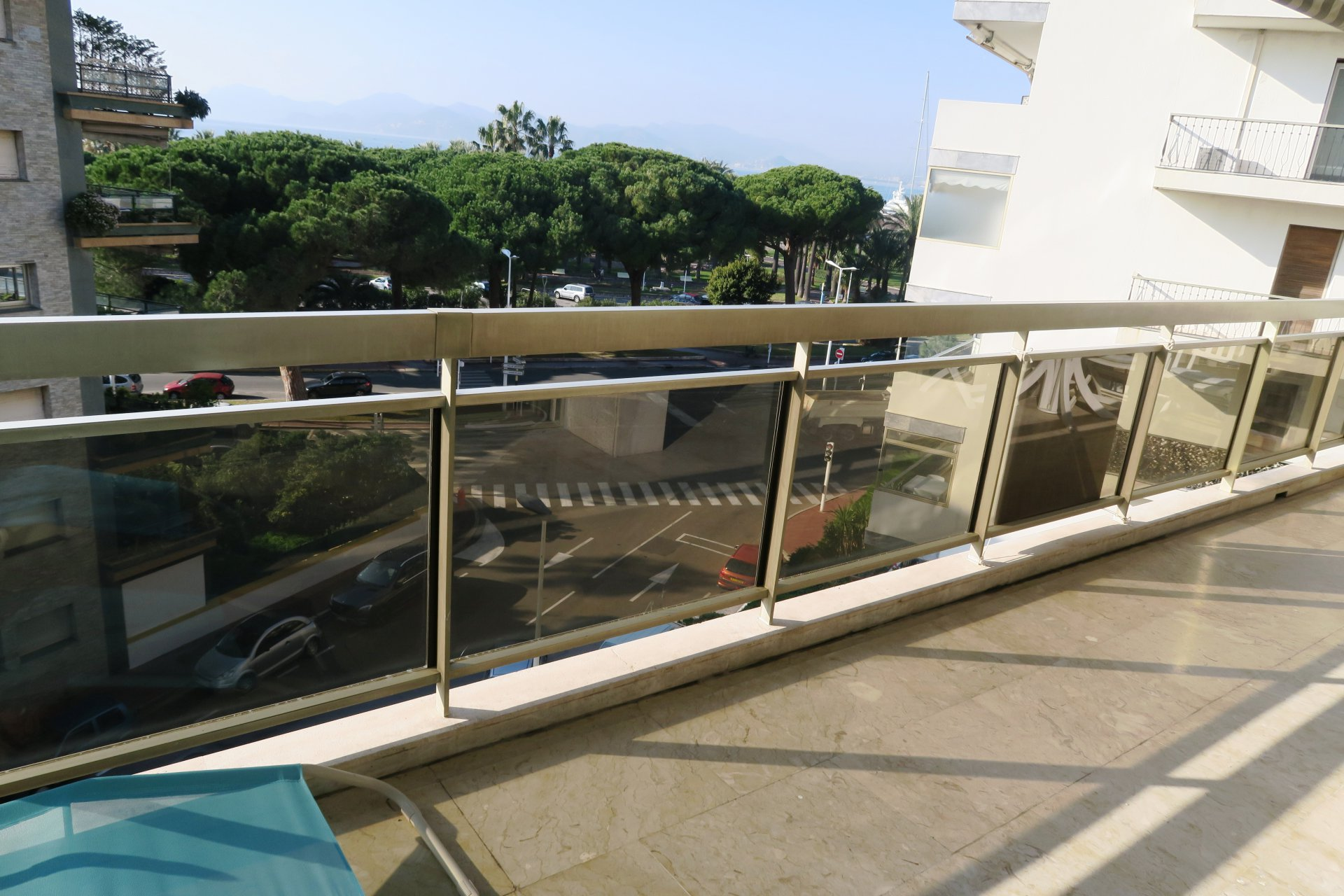 CANNES PALM BEACH - PLEASANT 2-BEDROOM APARTMENT
