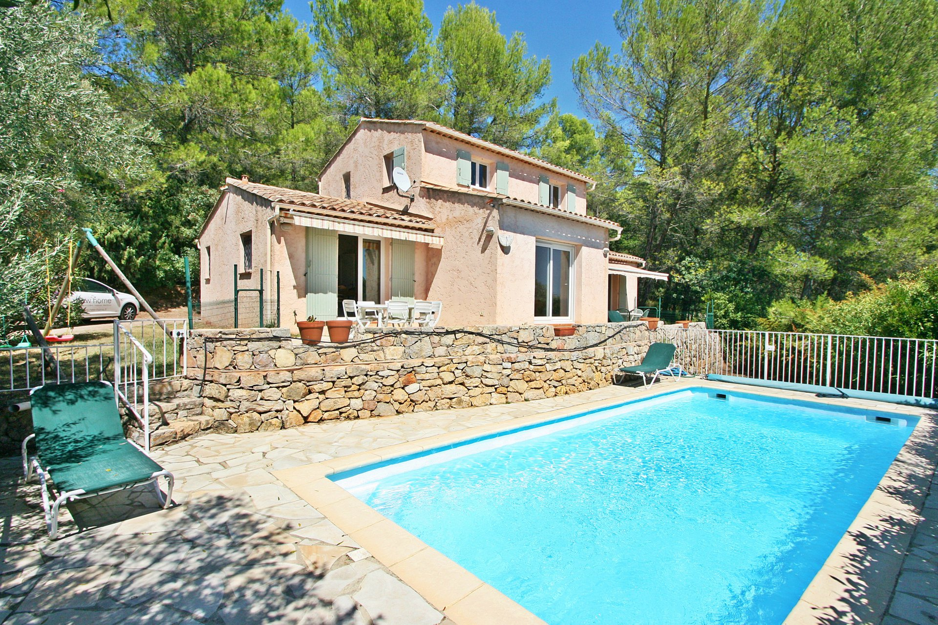 Exclusive villa near Lorgues, with 1259m² of land