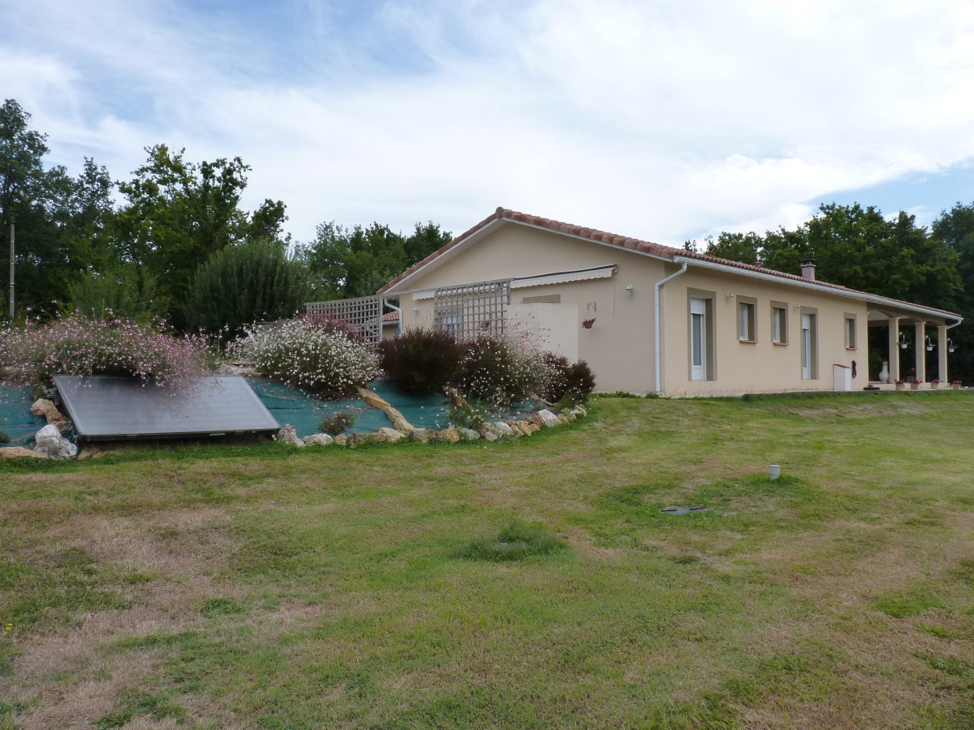 Close to Aurignac Lovely villa of 2014 with stunning views