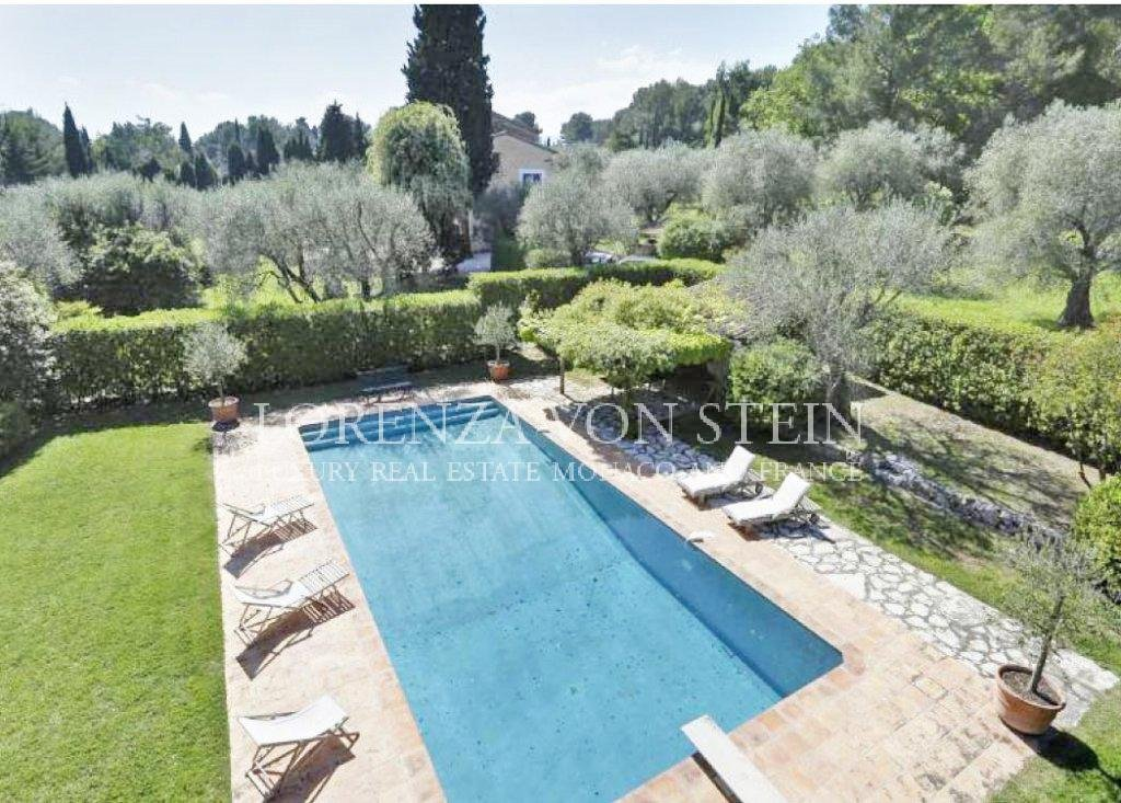 Roquefort les Pins: Magnificent Provencal country house