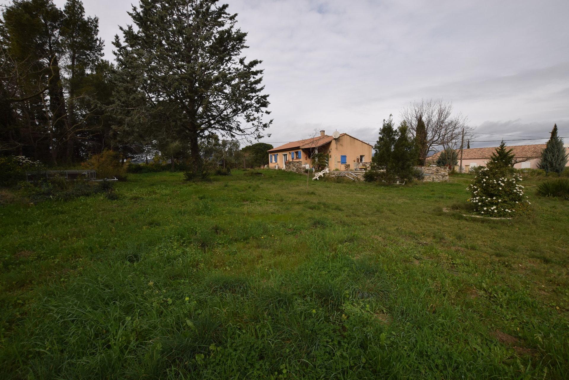 Maison de plain pied sur 2400 m2 de jardin