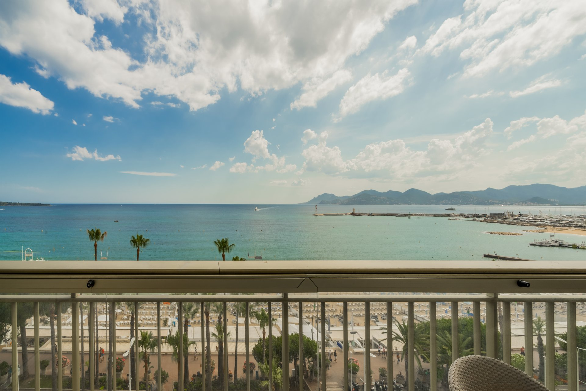 Cannes Croisette. Magnificent upper floor apartment with stunning sea views.