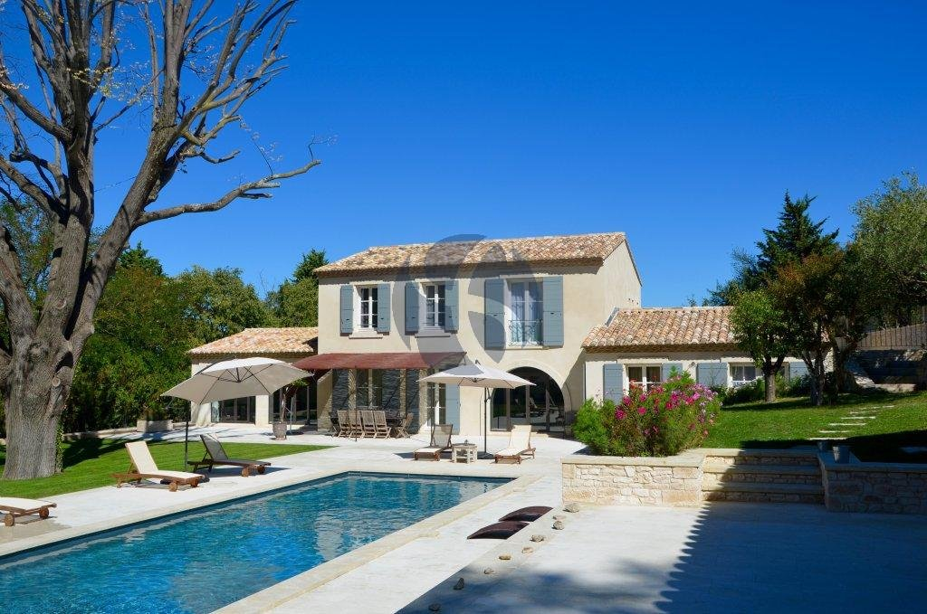 Contemporary villa in Saint Rémy de Provence