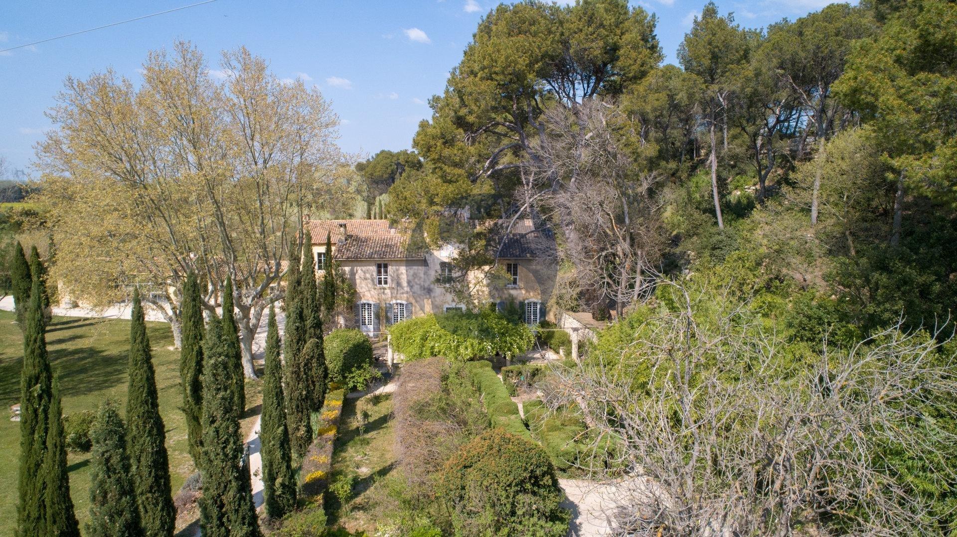 Propriété historique proche d'Avignon