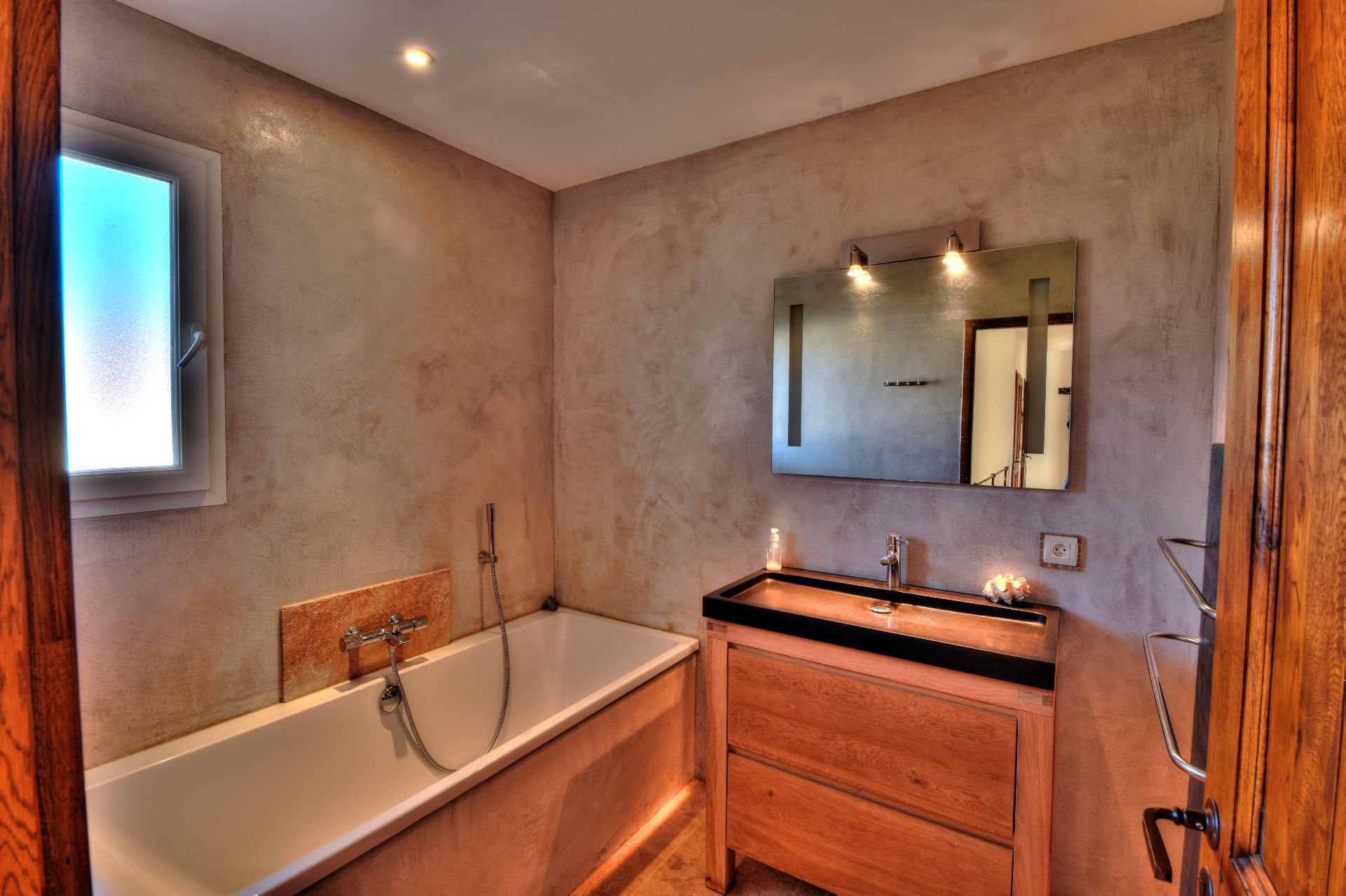 Bathroom on the first floor of the Bastide 4 bedrooms with swimming pool Aups, Var, Provence