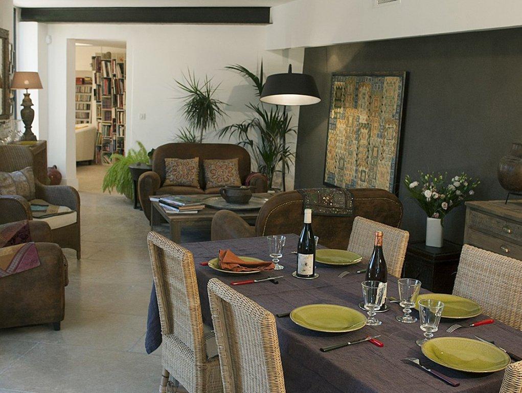 Gordes, Ancien mas provençal superbement restauré et agrandi